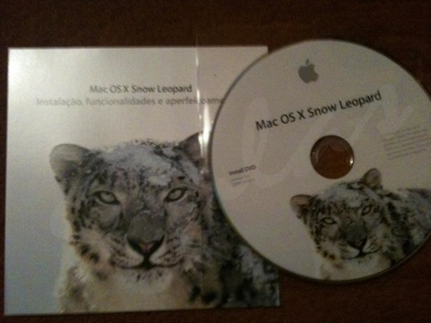 Snow Leopard Retail Package and Disc